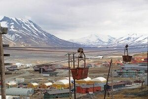 Die alte Seilbahn erinnert an Longyearbyens Geschichte als Grubenstadt
