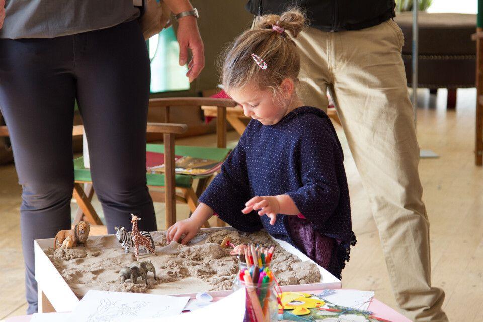 """Auch für die Kleinsten war gesorgt: Mit """"magic"""" Sand und Tieren im Miniaturformat konnten Kinder den Charme Afrikas entdecken."""