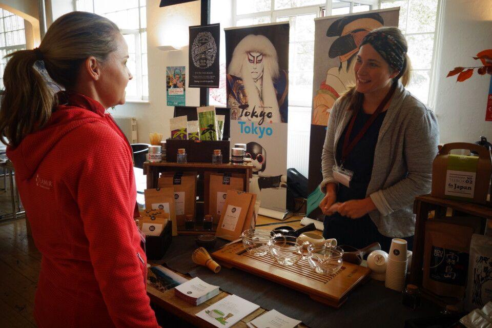 Passend zu den Tee-Traditionen in unseren Partnerländern Japan und Südkorea unterstützte Elke von Teerausch Dresden die Besucher mit ihrem Wissen über Anbau und Zubereitung des wohlschmeckenden Getränks.