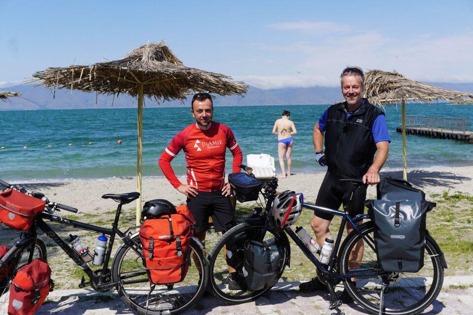 Stefan Hilger (DIAMIR) und Thorsten Kutschke (MDR BIWAK) am Sewan-See