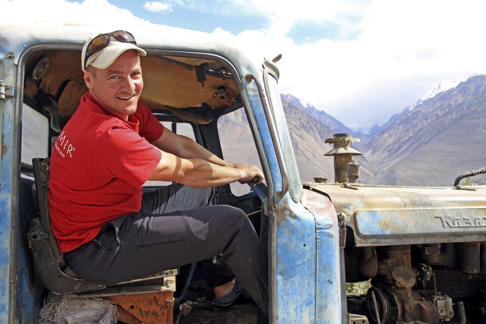 """Markus Walter auf """"Pirschfahrt"""" in Tadschikistan."""
