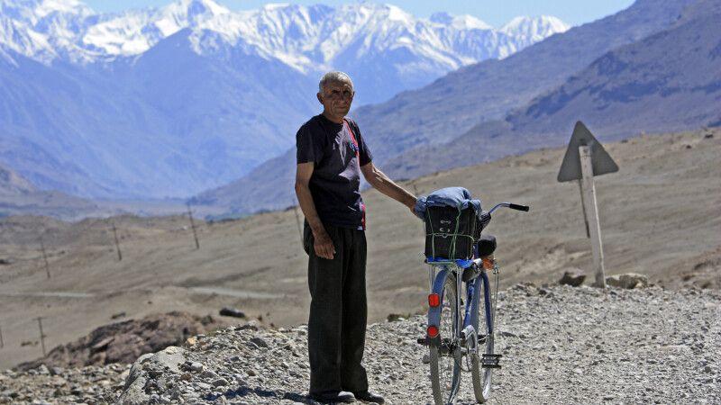 Radfahrer im Wakhan Korridor © Diamir