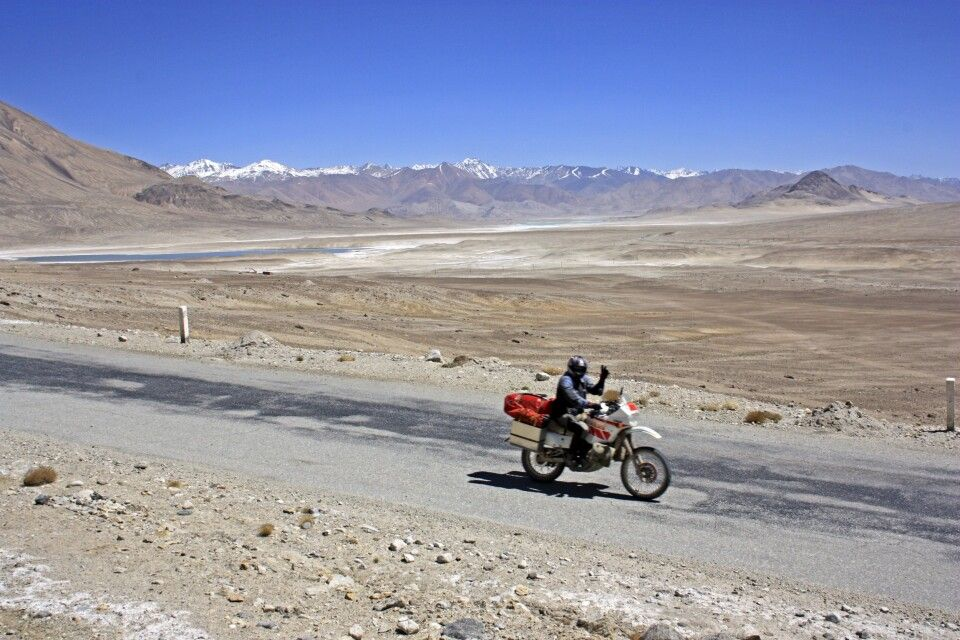 Biker auf dem Pamir Highway