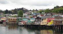 Bunte Palafitos in Castro, Insel Chiloe