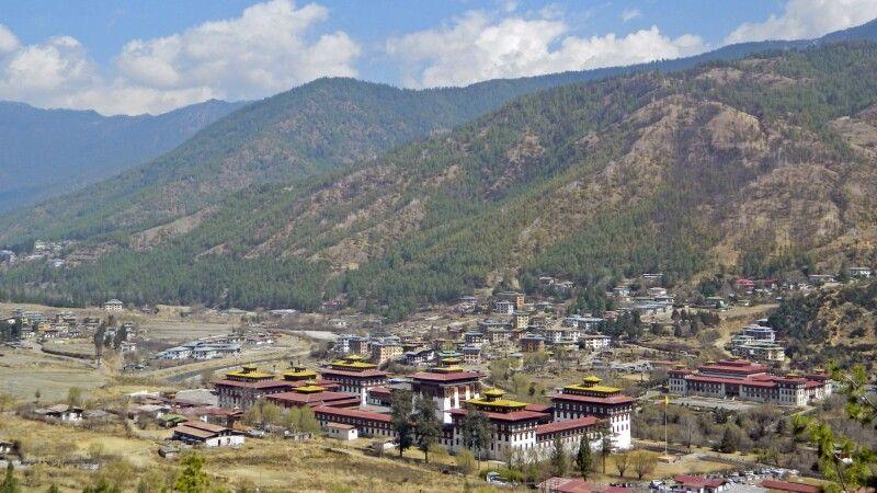 Blick auf den Dzong in Thimphu © Diamir