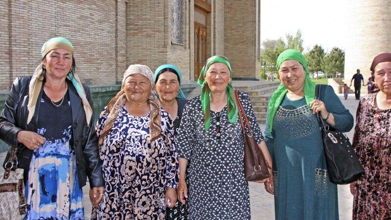 Taschkent Barak Khan Moschee Frauen © Diamir