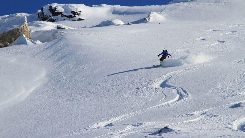 Abfahrt in unberührtem Schnee © Diamir