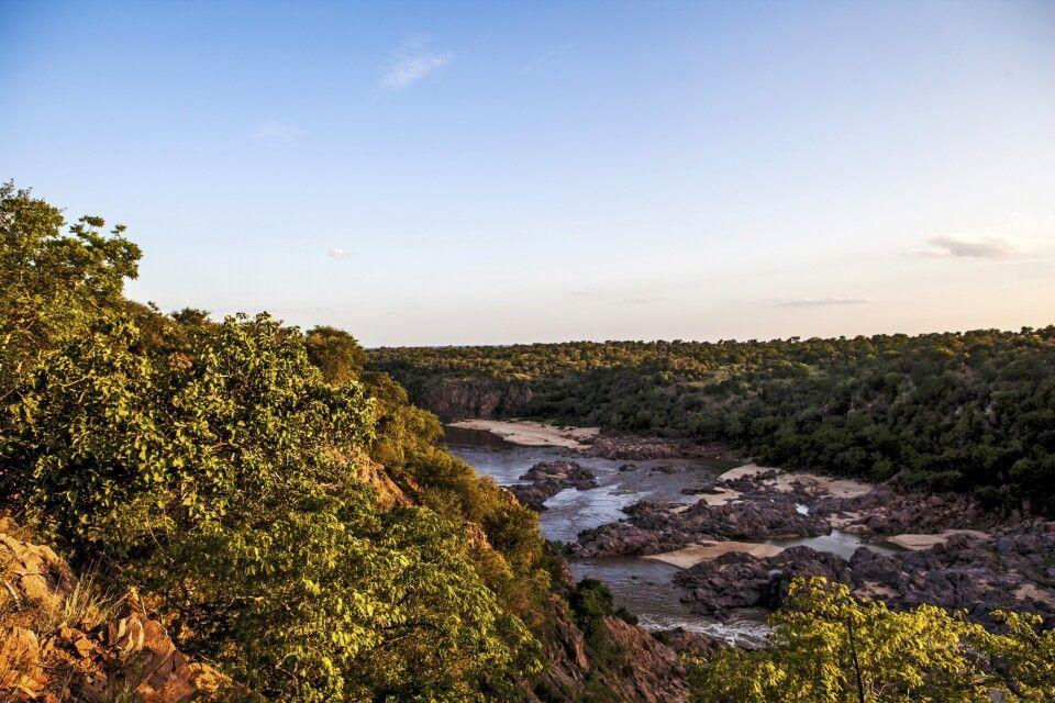 Blick in den Gonarezhou NP. Dieser ist Teil des Krüger-Nationalparks.