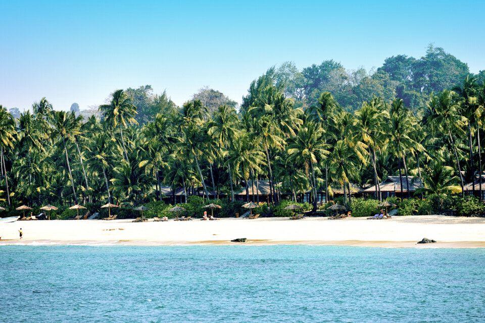 Blick auf die Anlage des Amara Ocean am Strand von Ngapali