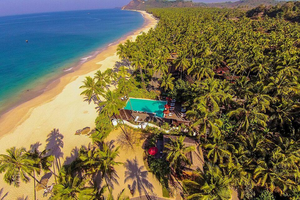 Strand von Ngapali mit dem Pool des Amara