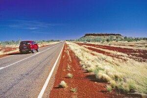 Unterwegs auf dem Stuart Highway im Red Centre Rotes Zentrum Stra§e