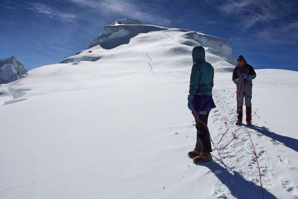 Teilweise führt der Weg einfach über Schneefelder.