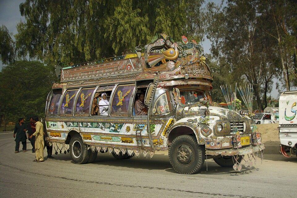 Ein besonderes Highlight sind die prächtig ausstaffierten Busse und LKWs in Pakistan.