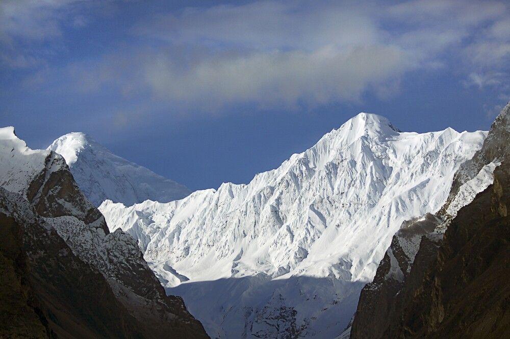 Hinten links der Diran - der Berg im Vordergrund hat keinen Namen, ist ja
