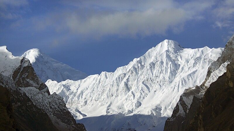 """Hinten links der Diran - der Berg im Vordergrund hat keinen Namen, ist ja """"nur"""" ein 6000er...! © Diamir"""