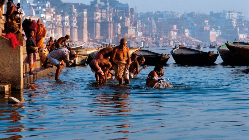 Heilige Waschung im Ganges © Diamir