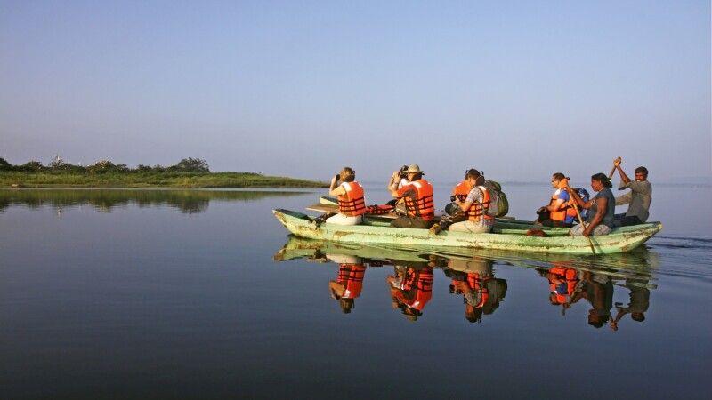 Katamaranfahrt in Polonnaruwa © Diamir