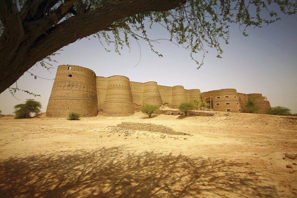 Das Derawar-Fort liegt im Herzen der Cholistan-Wüste, nahe der indischen Grenze.