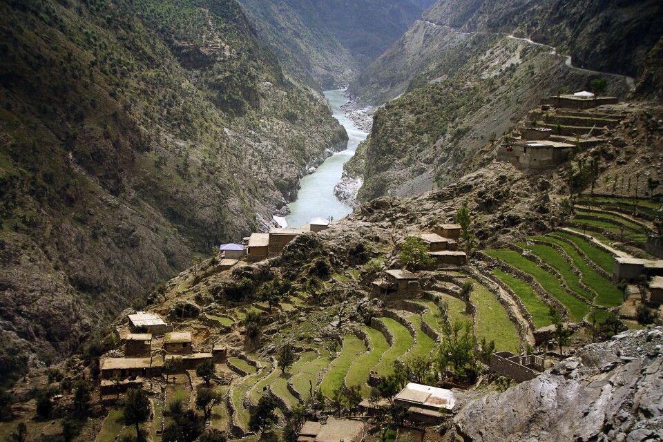 Der Karakorum Highway führt das das wilde Kohistan.
