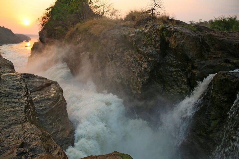 Sonnenuntergang am Wasserfall
