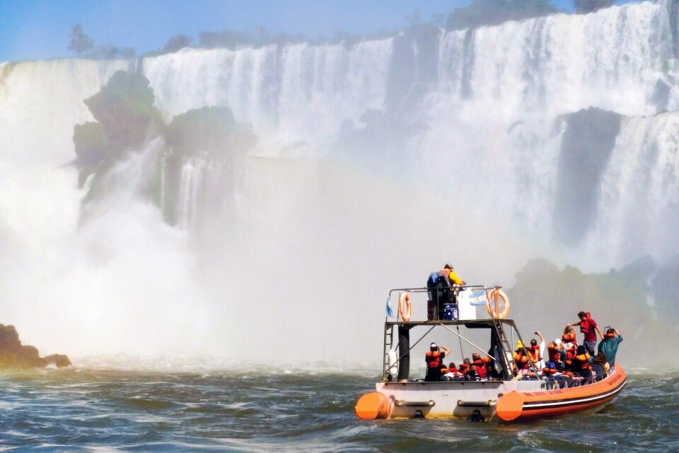 Zodiak-Bootstour ganz nah an die Iguazu-Fälle
