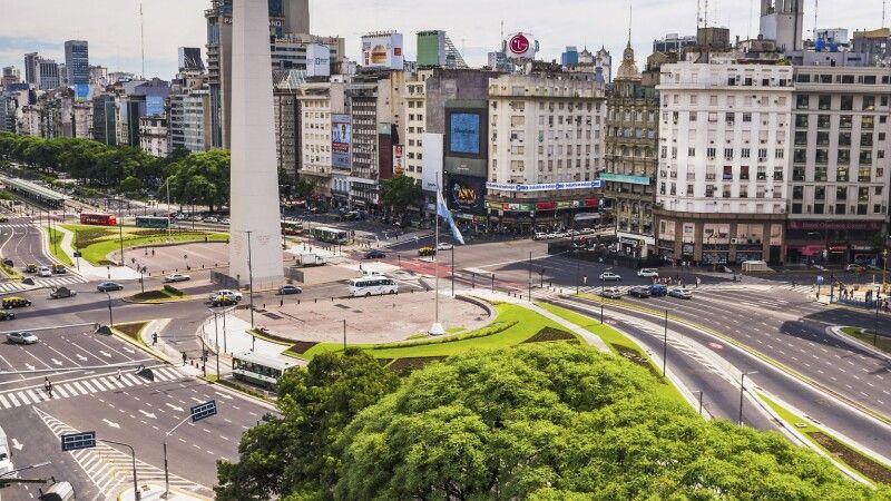 Obelisk von Buenos Aires, an der Avenida 9 de Julio © Diamir