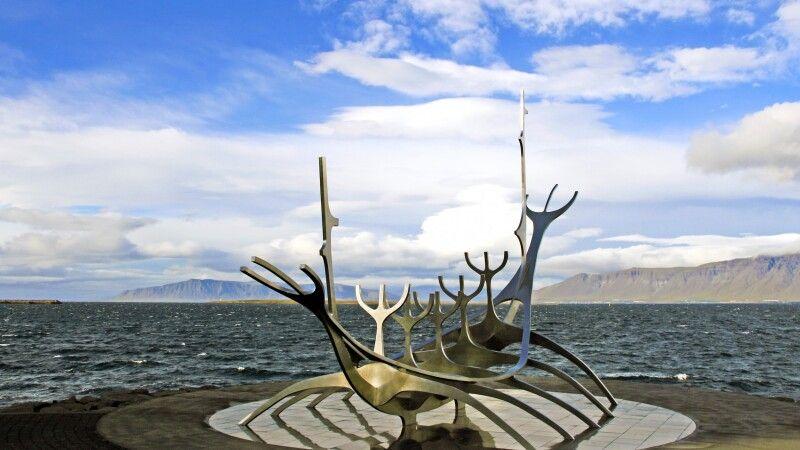 Das berühmte Wikingerschiff in Reykjavik © Diamir