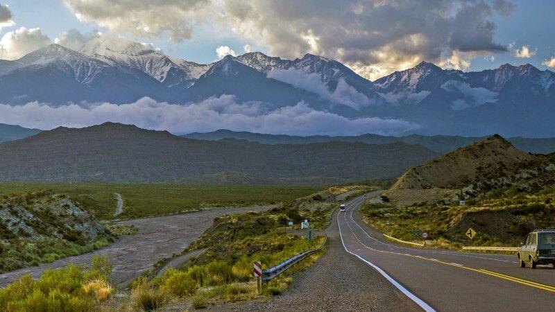 Malerische Landschaft in der Provinz Mendoza mit dem Aconcagua im Hintergrund © Diamir
