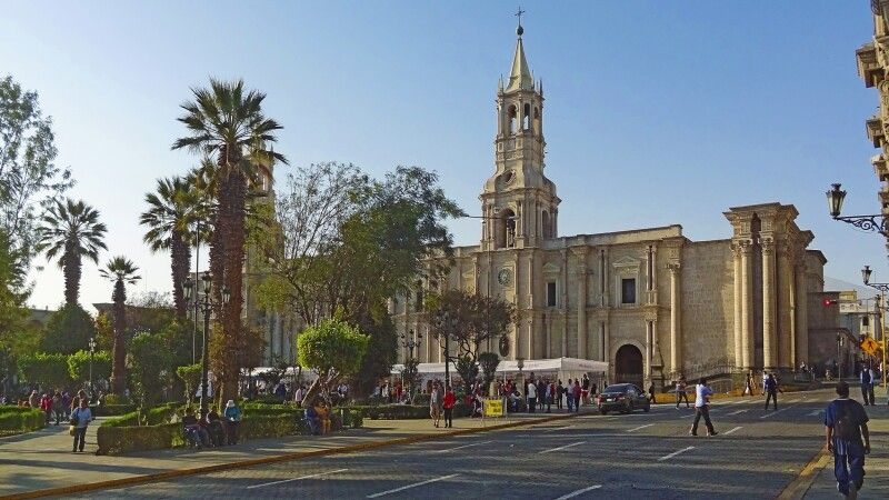 Plaza de Armas in Arequipa © Diamir