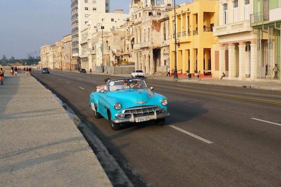 Unterwegs am Malecon Havannas auf Kuba