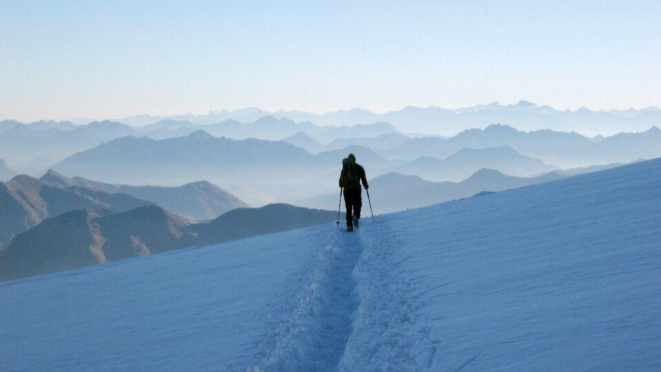 Sonnenaufgang über den Schweizer Alpen.