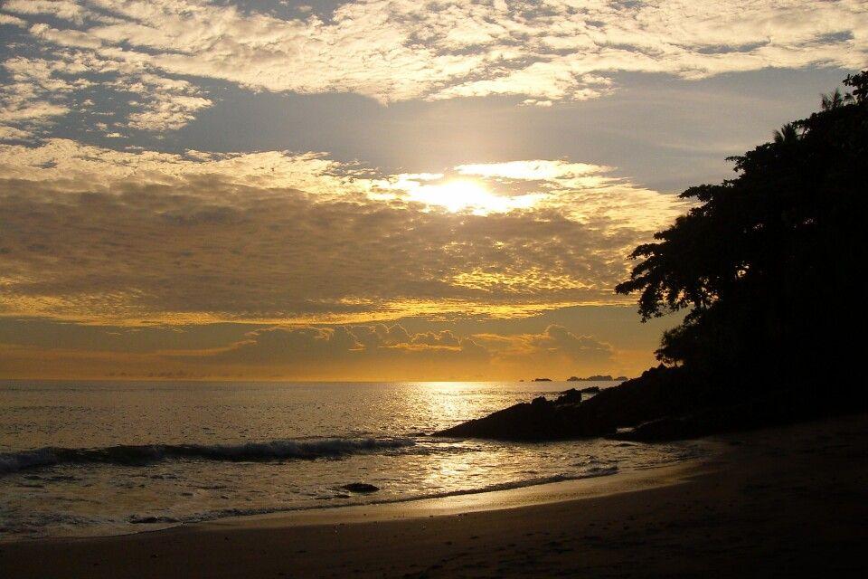 Sonnenuntergang an Thailands Strand