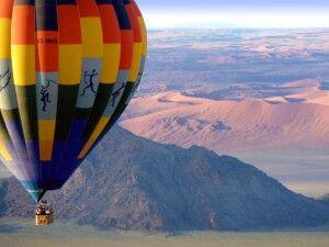 Mit dem Ballon über die Namib
