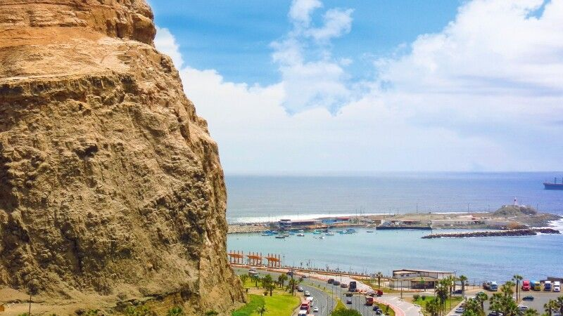 Arica mit seinem berühmten Felsen Morro © Diamir