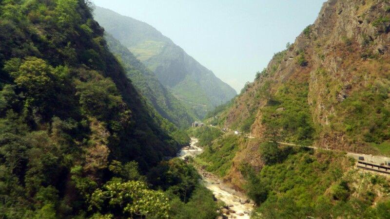 Straße zwischen Tibet und Kathmandu © Diamir