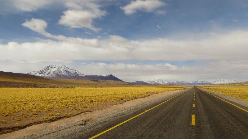 Einsame Straße bei San Pedro de Atacama © Diamir