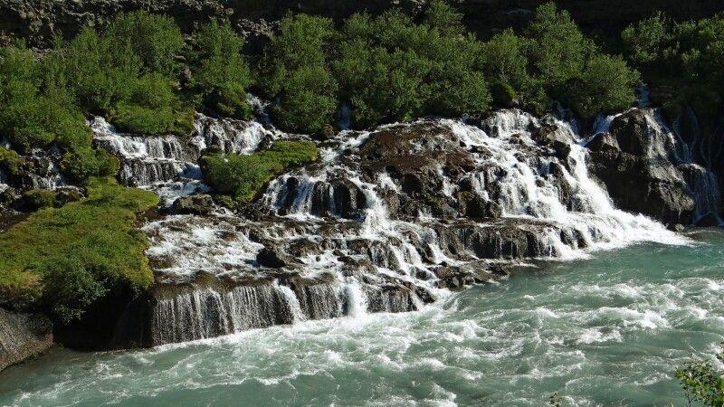 Wasserfall Hraunfossar © Diamir