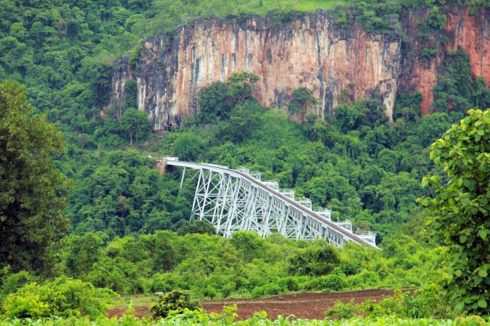 Das Goteik-Viadukt in bezaubernder Landschaft