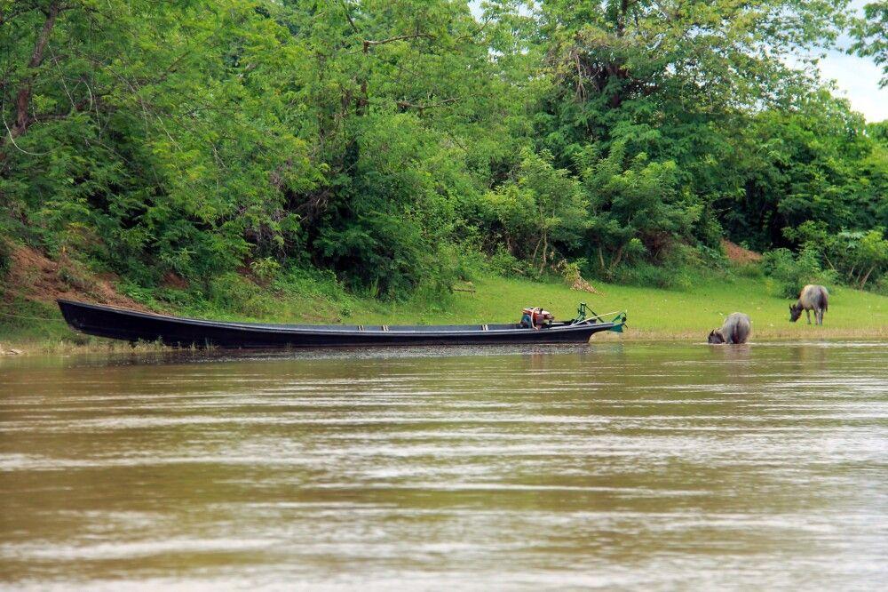 Anlandung mit dem Langboot am Flussufer