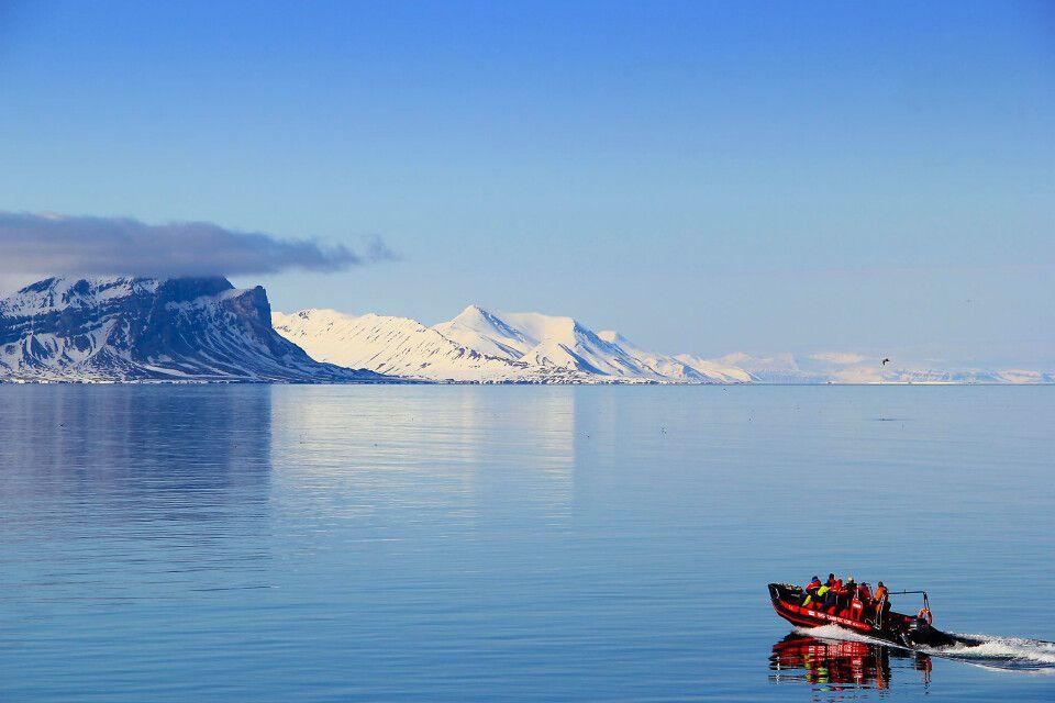 Schnellboot in Spitzbergen