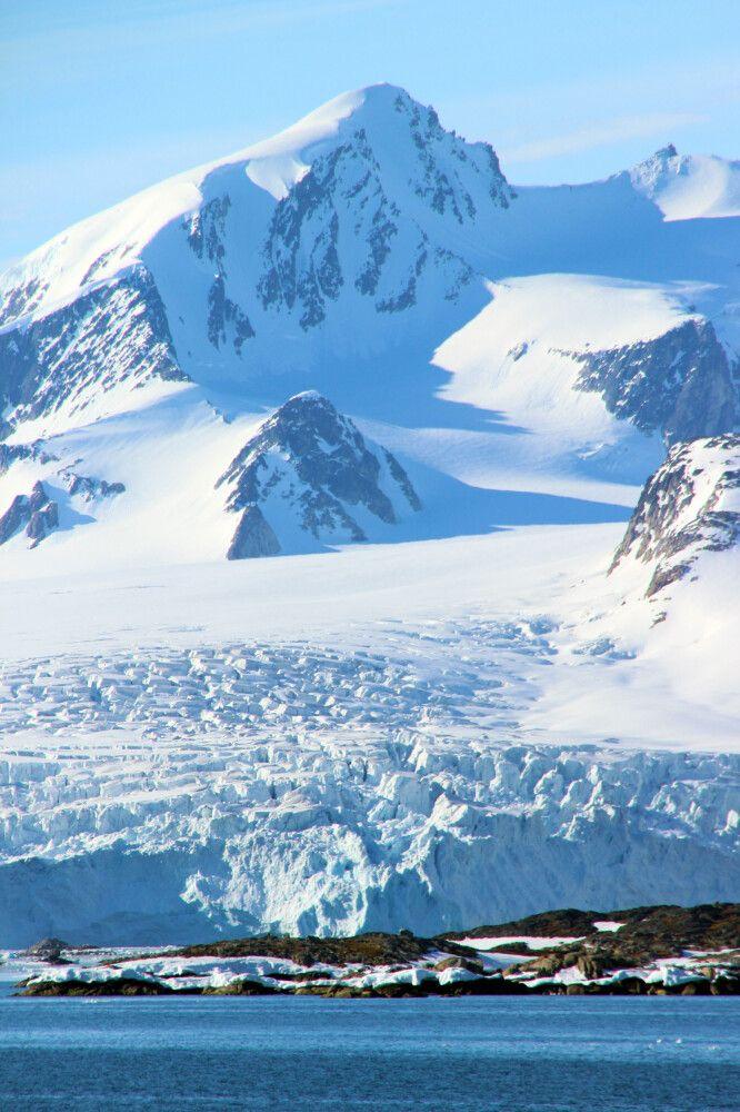 Gigantische Gletscher in Nordwest-Spitzbergen