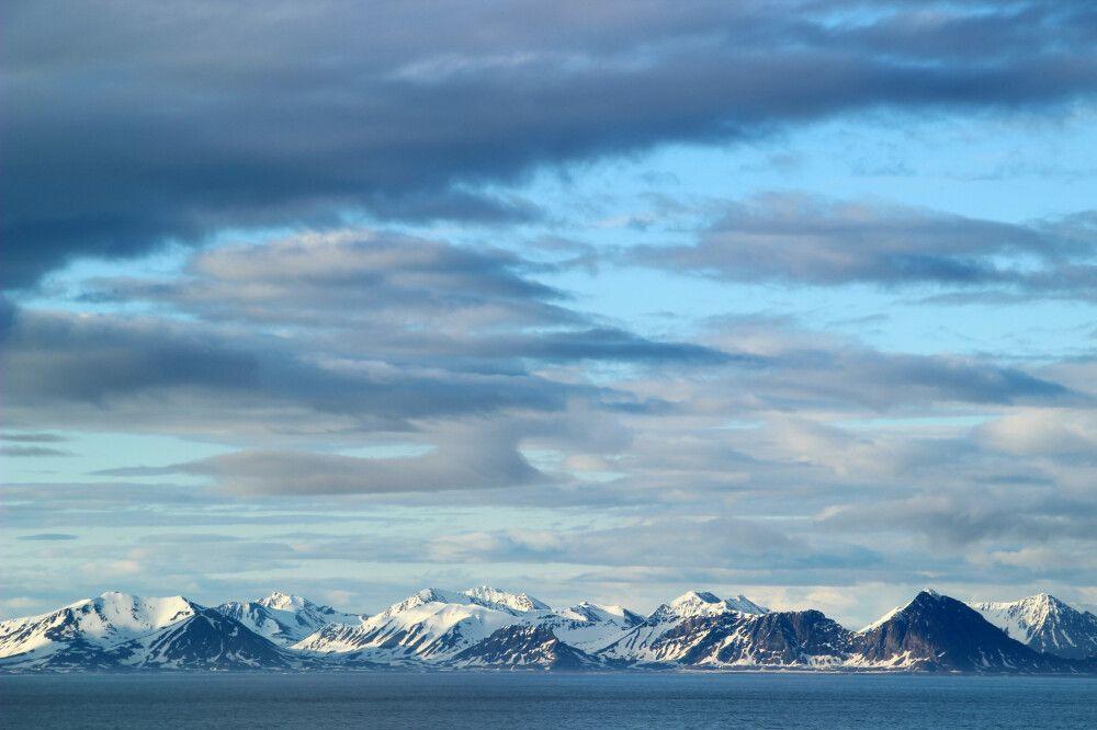 Mitternachtssonne an der Küste Westspitzbergens