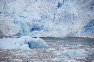 Kalbungsstückchen und Gletscherfront des San Rafael-Gletschers