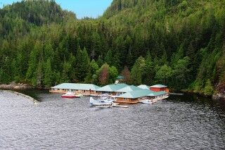 Die Knight Inlet Lodge aus der Vogelperspektive