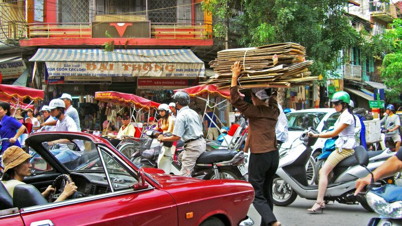 Trubel in den Straßen von Hanoi © Diamir