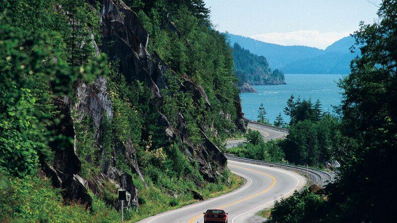 Auf dem Highway an der Küste entlang © Diamir