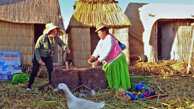 Zu Besuch bei den Uros-Indianern © Diamir