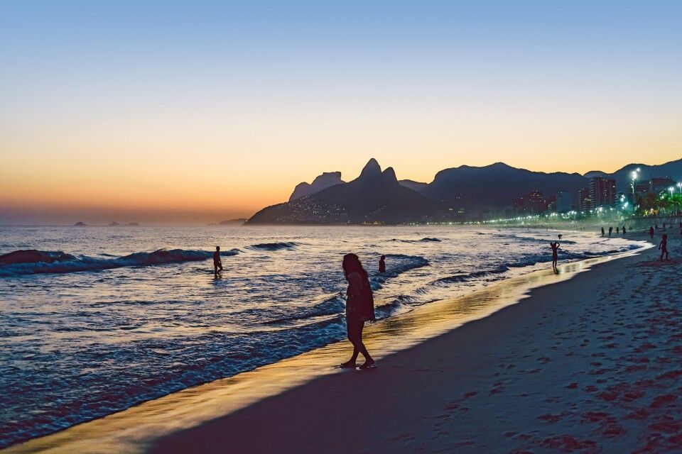 Sonnenuntergang am Ipanema-Strand in Rio de Janeiro