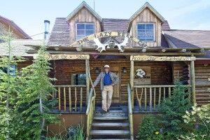 Wally, Besitzer der Lazy Bear Lodge