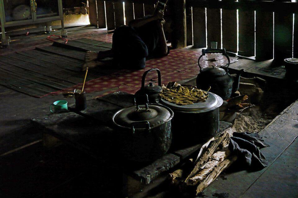 Kochstelle im Innerenen einer Hütte in Nordthailand